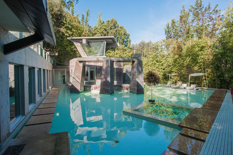 Modernist masterpiece frank gehry 39 s schnabel house lists for 15 million 25 photos if it - Mooiste huis in de wereld ...