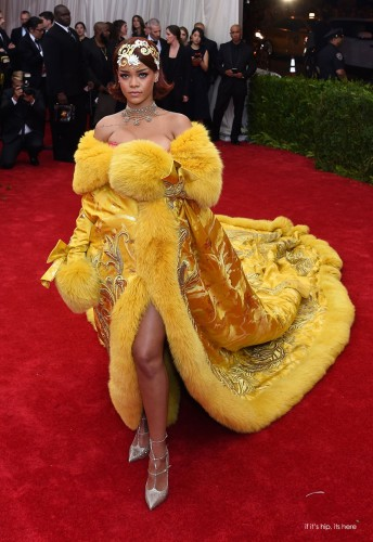 Read more about the article A Close Look At The 20 Wildest Gowns From The 2015 Met Gala