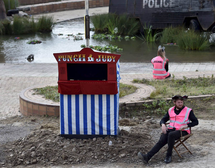dismaland Punch and Judy puppet show2