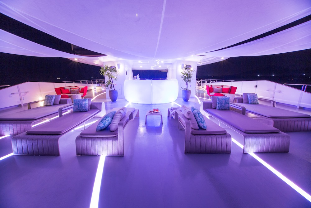 The refit and redesigned saluzi superyacht is here for Sistemi di illuminazione a led