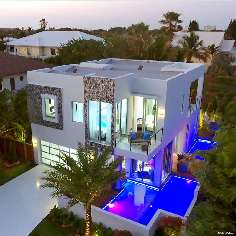 A Modern Micro Mansion In Florida By Frank Mckinney