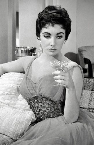 Read more about the article Champagne Ennui – How To Ring In The New Year Glamorously.