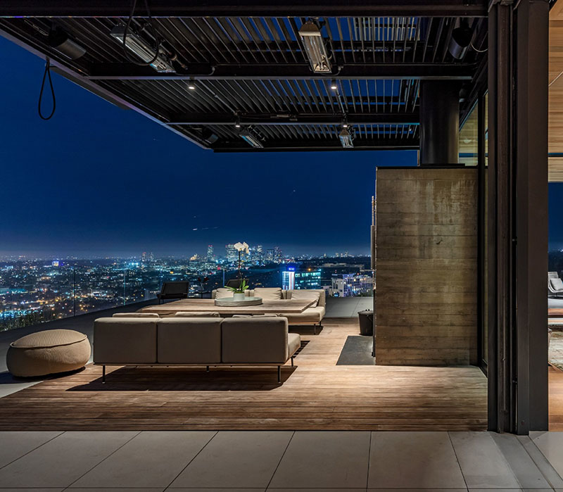1301 collingwood place outdoor lounge