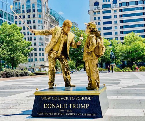 Read more about the article Living Statues Ironically Celebrate Trump's Stupidest Decisions